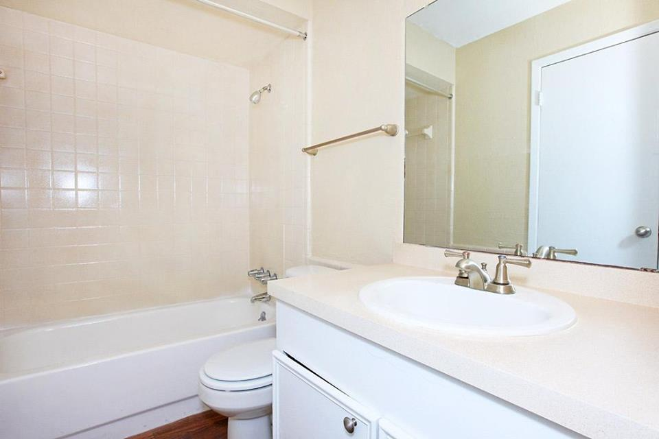 Shower and Tub Combination at Ocean Drive Estates Apartments in Corpus Christi, TX