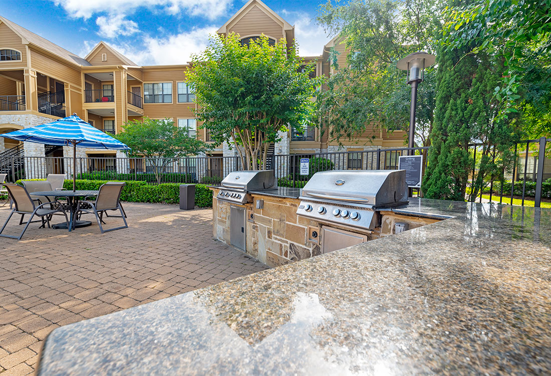 Outdoor Kitchen at Preserve at Old Dowlen Apartments in Beaumont, TX