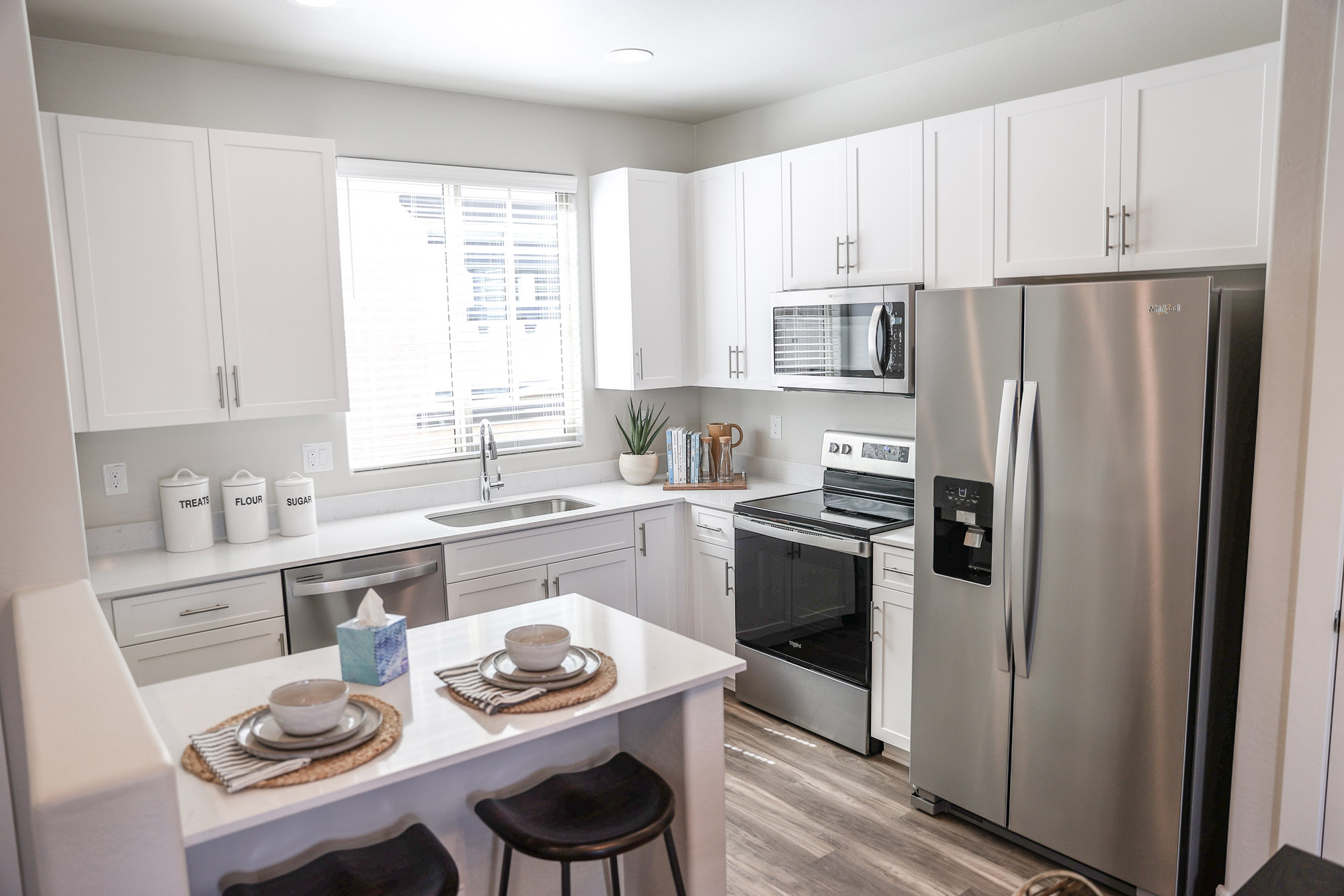 Fully Equipped Kitchen at Olive Marketplace Apartments in Glendale, AZ