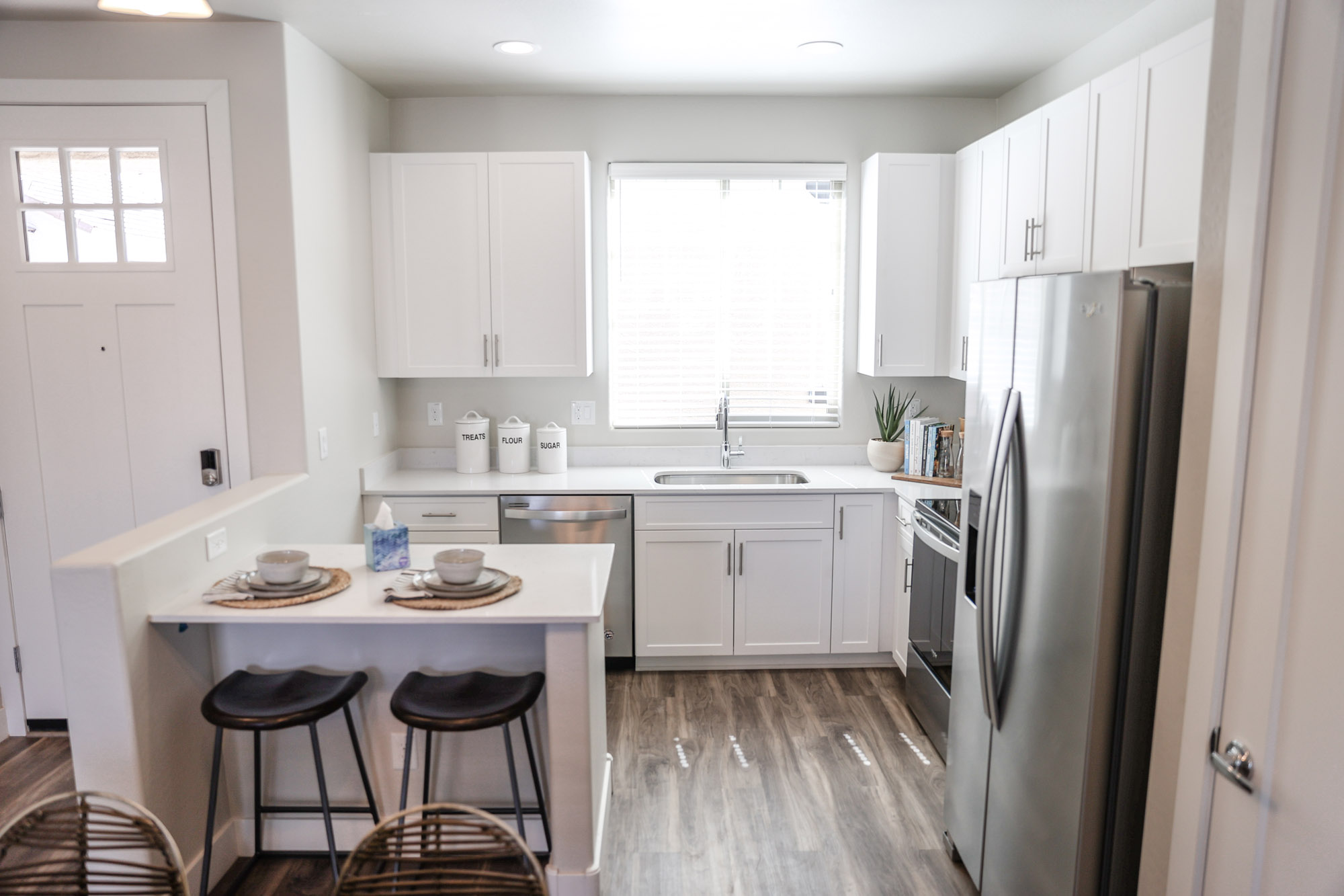 Interior Spaces at Olive Marketplace Apartments in Glendale, AZ