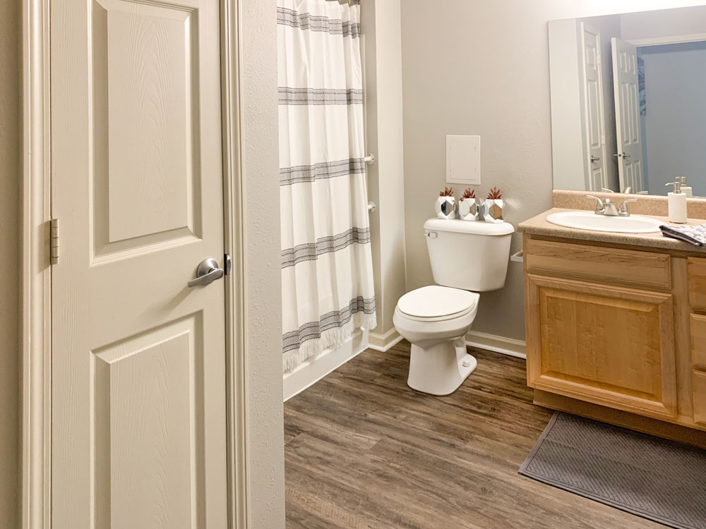 Large Bath Tubs at Ontario Place Apartments in Omaha, Nebraska