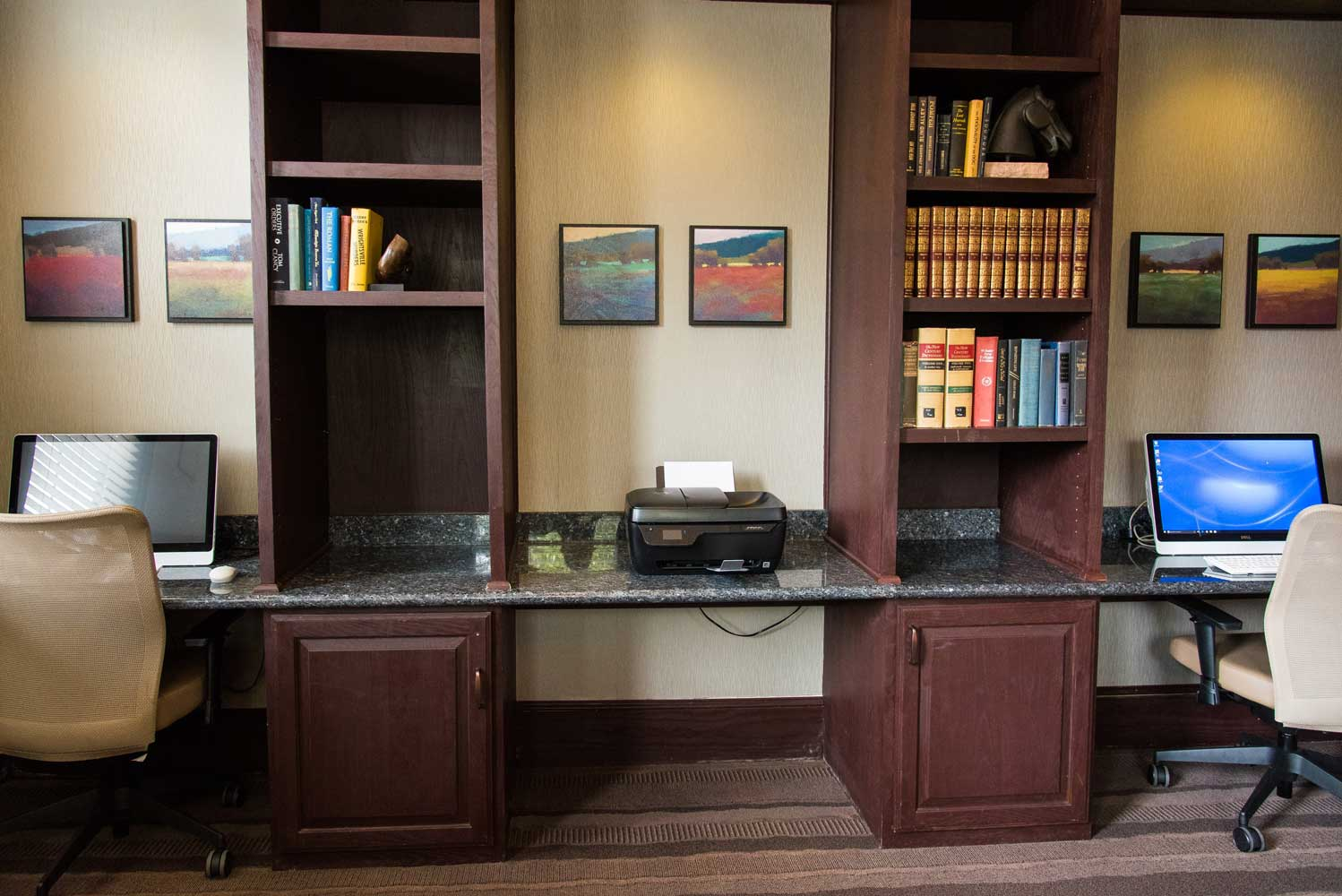 Office Room at the Oxford at Country Club Apartments in Baytown, TX