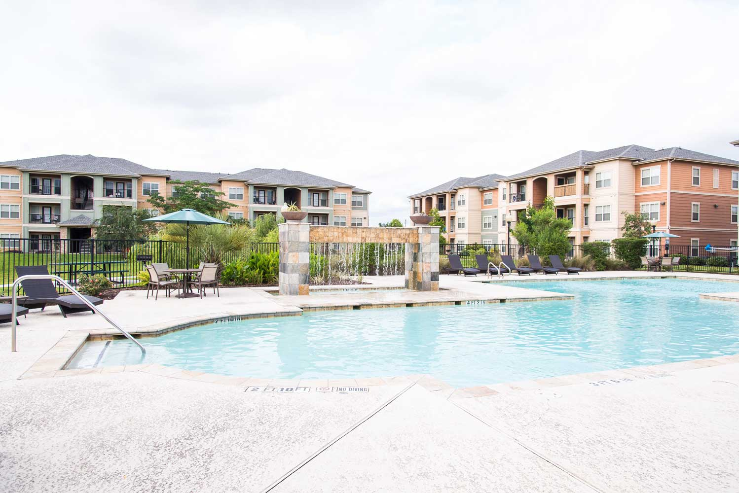 Large Pool at the Oxford at Country Club Apartments in Baytown, TX