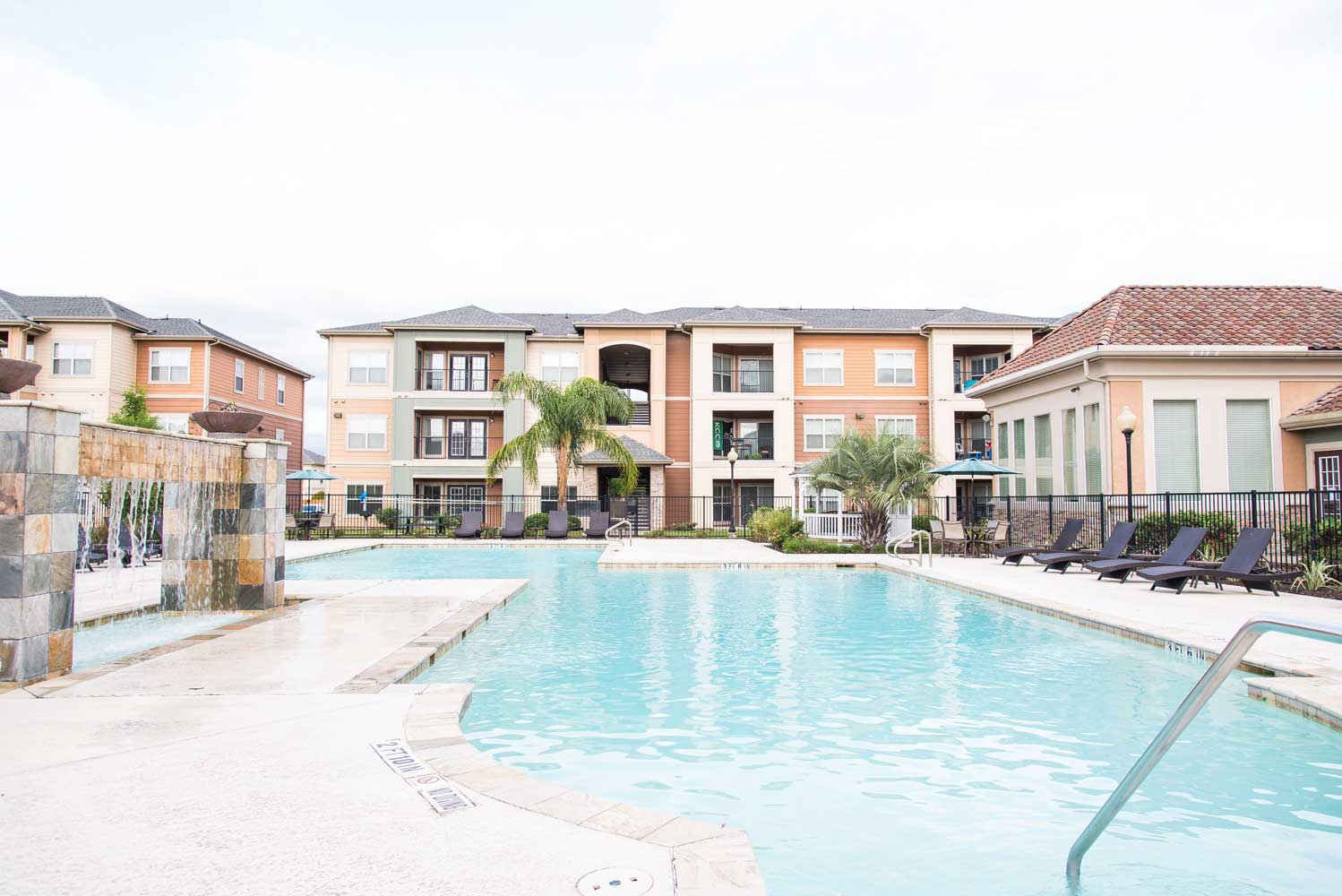 Resort Style Pool at the Oxford at Country Club Apartments in Baytown, TX