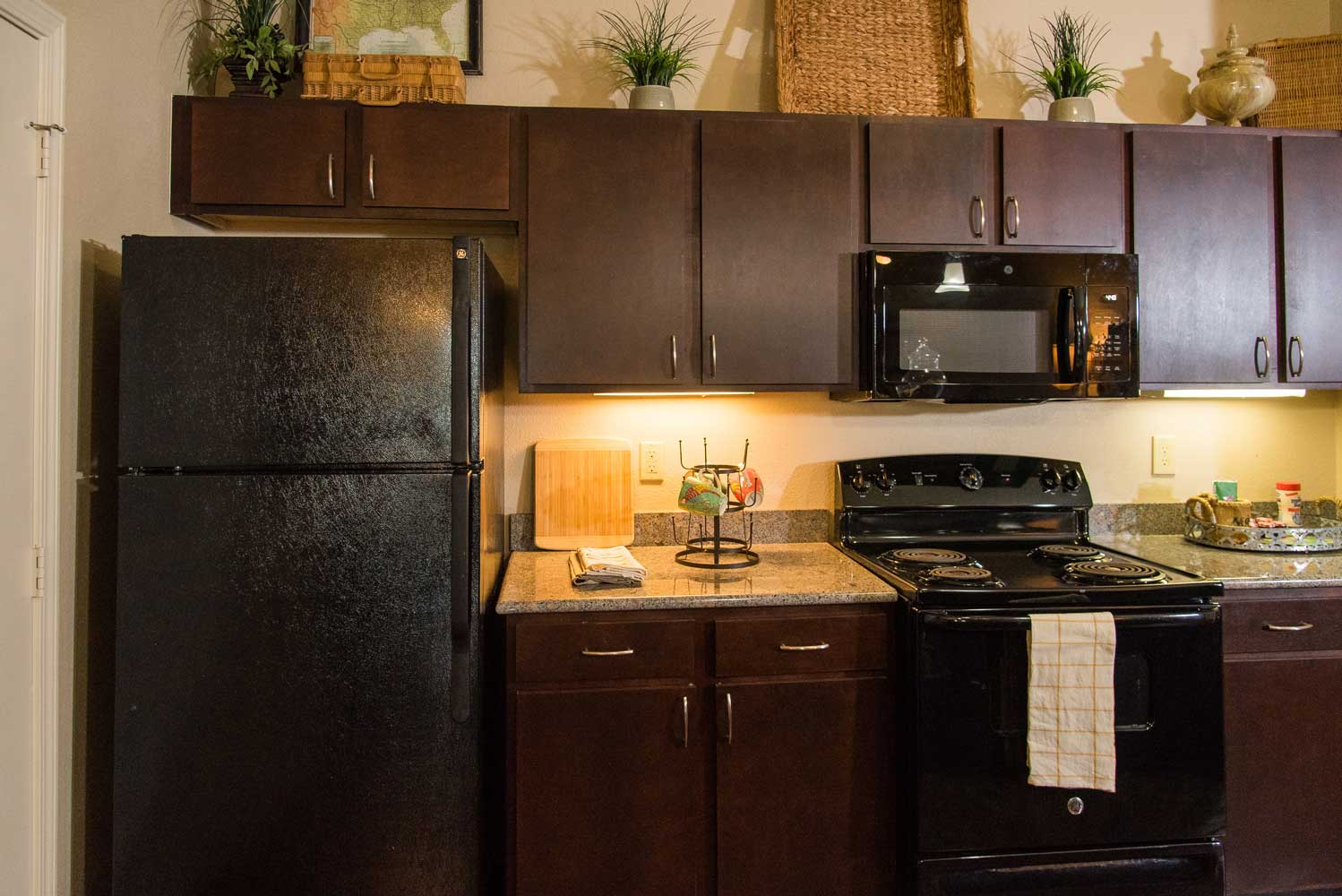 Black Appliances at the Oxford at Country Club Apartments in Baytown, TX