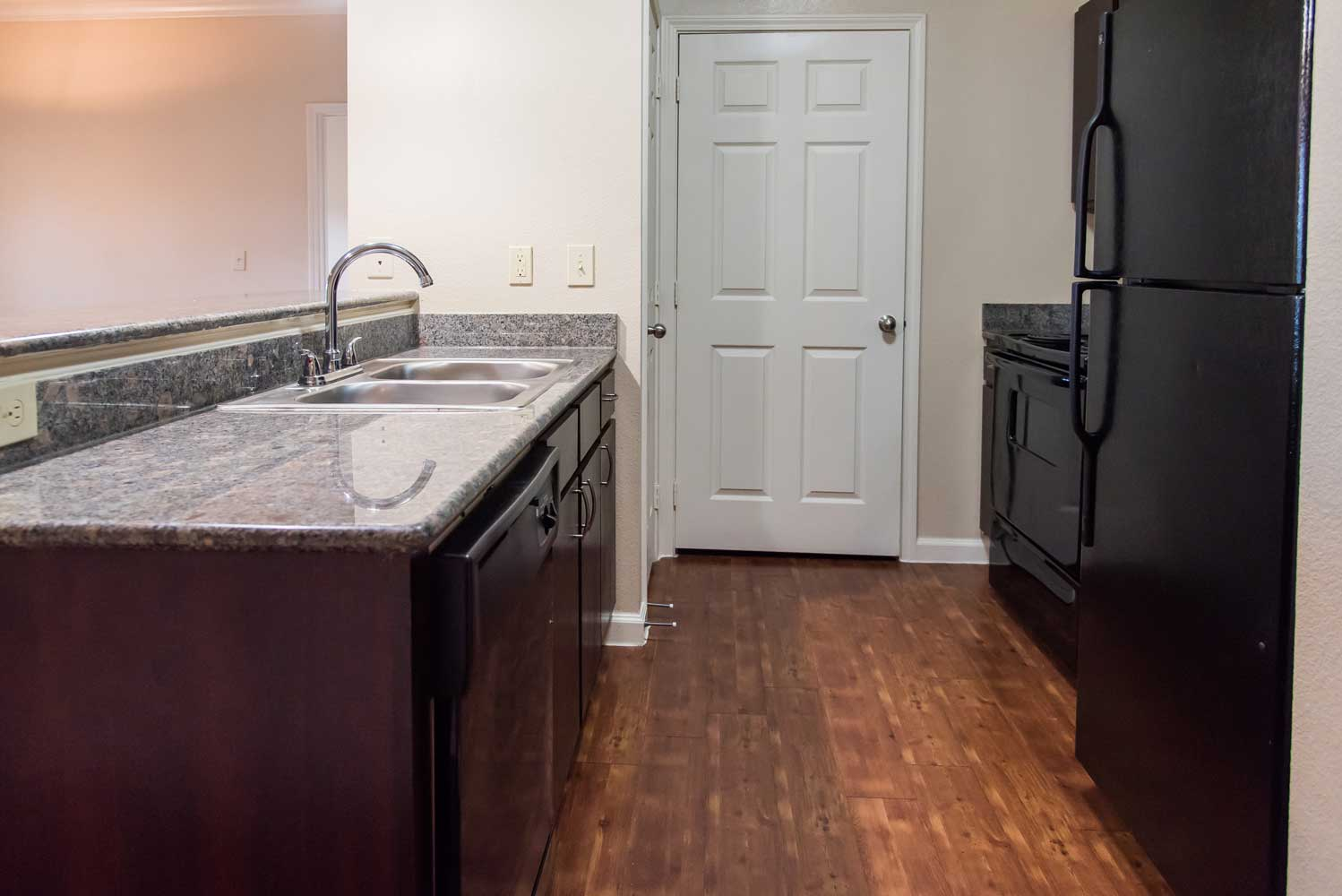 Interior Kitchen at the Oxford at Country Club Apartments in Baytown, TX