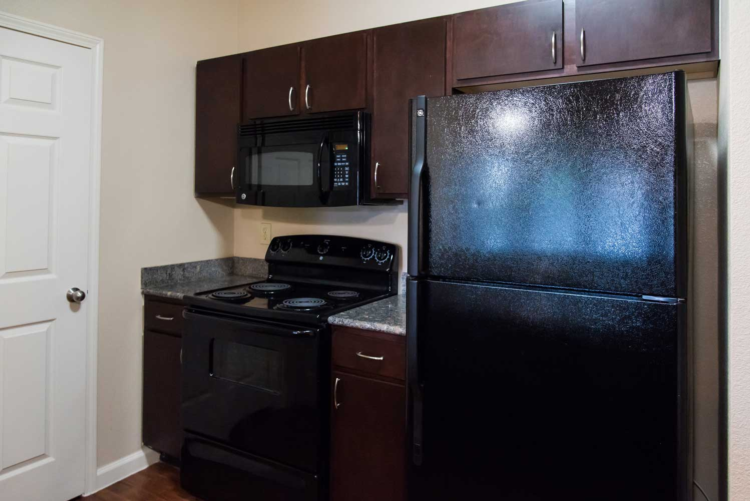 Kitchen with Stainless Steel Appliances at the Oxford at Country Club Apartments in Baytown, TX