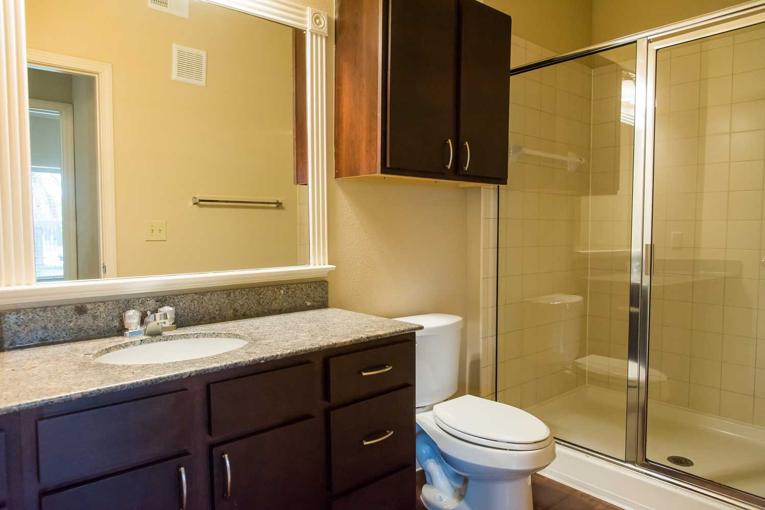 Large Bathroom at the Oxford at Country Club Apartments in Baytown, TX