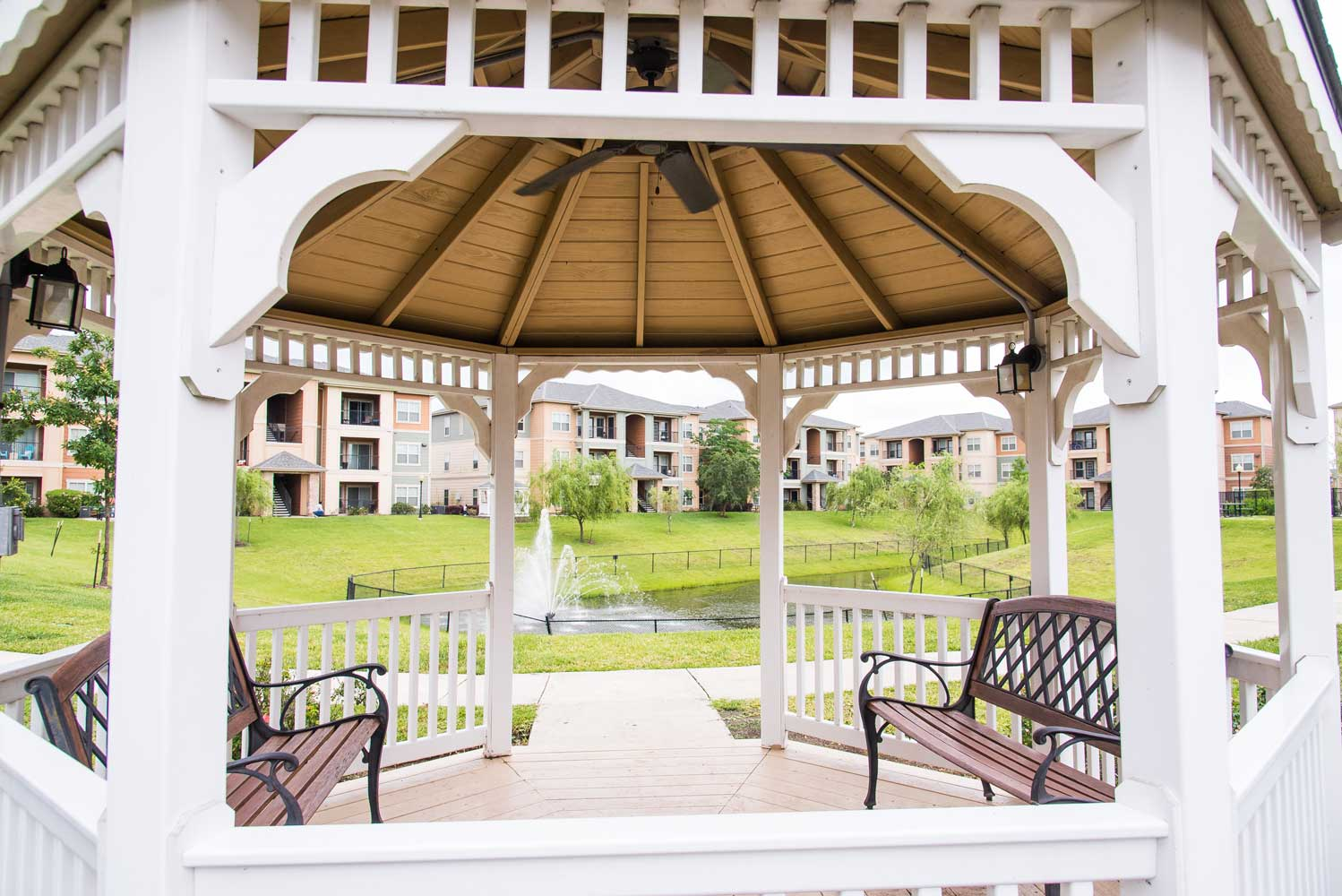 Gazebo at the Oxford at Country Club Apartments in Baytown, TX