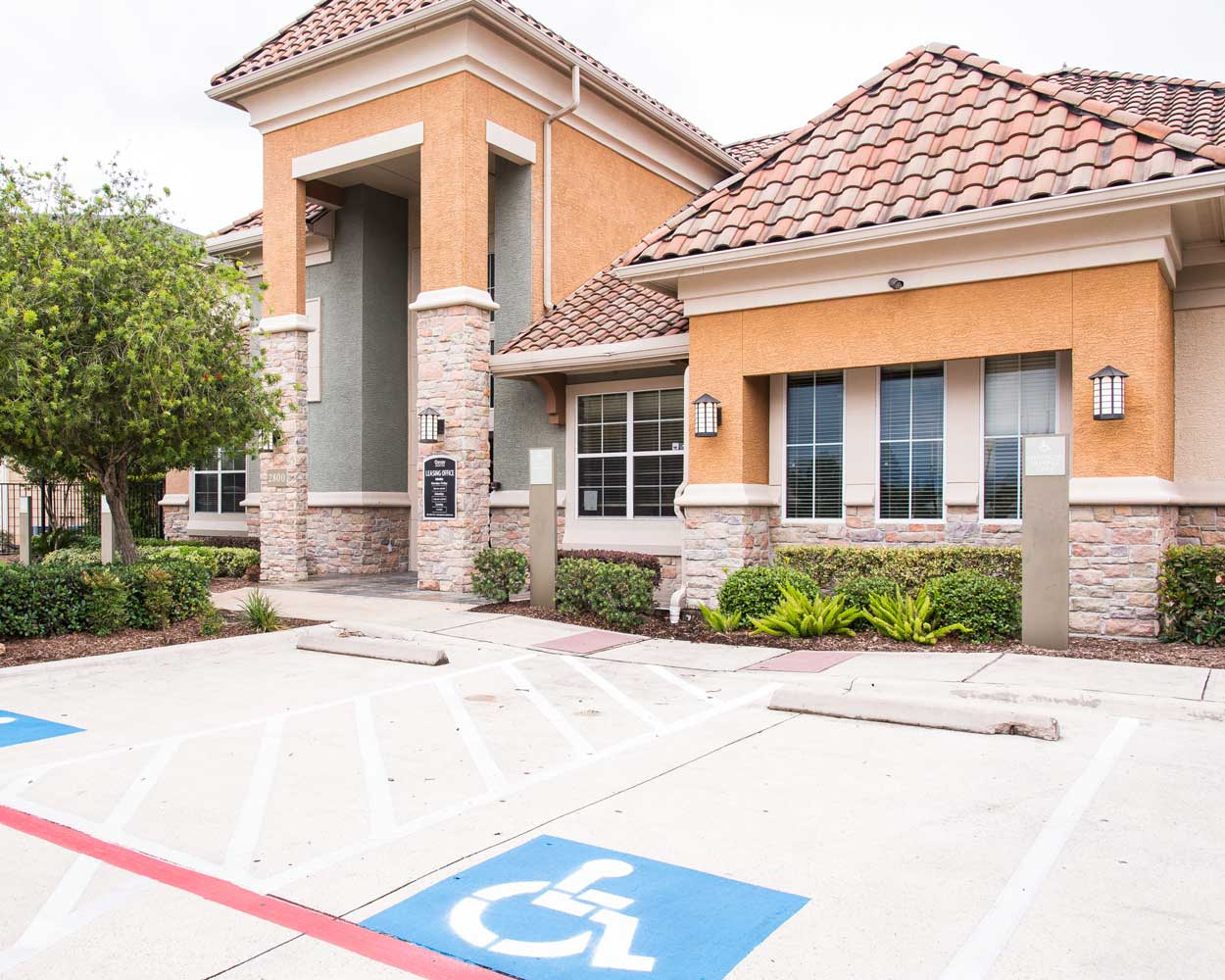 Open Parking at the Oxford at Country Club Apartments in Baytown, TX