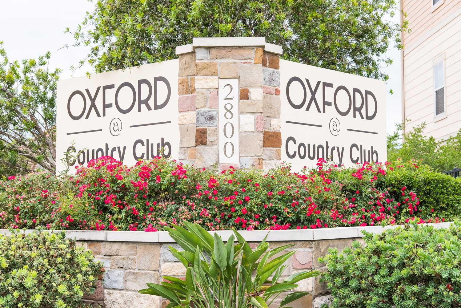 Signage at the Oxford at Country Club Apartments in Baytown, TX
