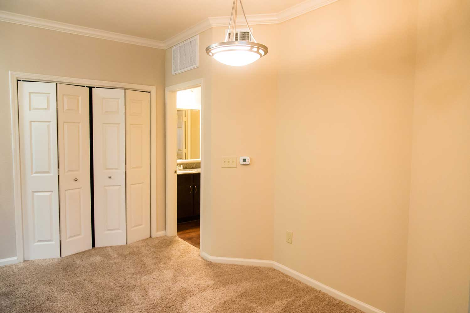 Neutral Color Scheme at the Oxford at Country Club Apartments in Baytown, TX