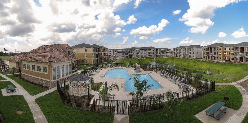 Pet-Friendly Apartments for Rent at the Oxford at Country Club Apartments in Baytown, TX