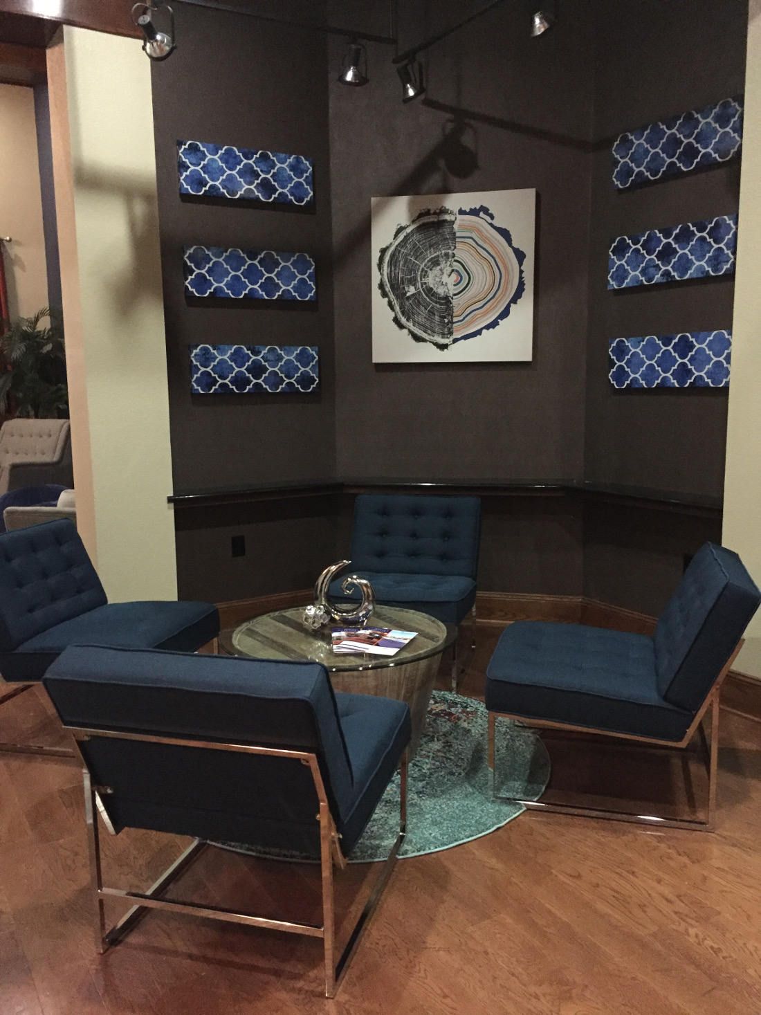 Lounge at the Oxford at Country Club Apartments in Baytown, TX