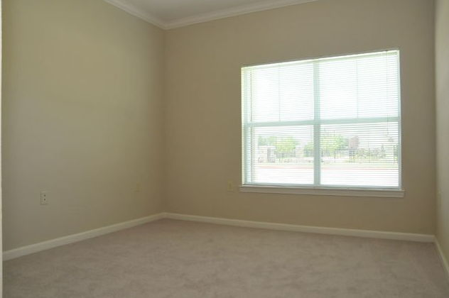 Large Windows at the Oxford at Country Club Apartments in Baytown, TX