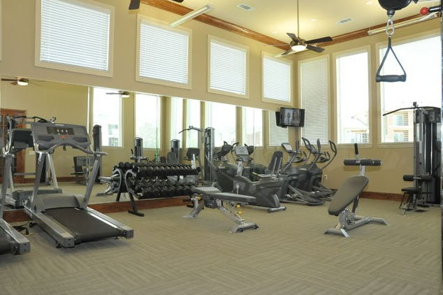 Fitness Center at the Oxford at Country Club Apartments in Baytown, TX