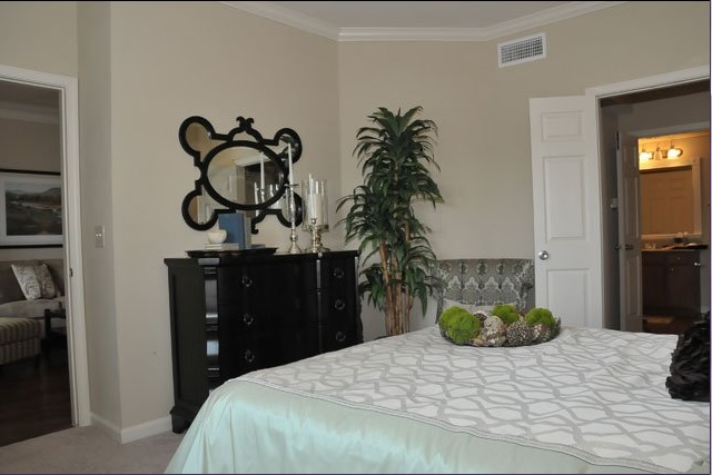 Bedroom at the Oxford at Country Club Apartments in Baytown, TX