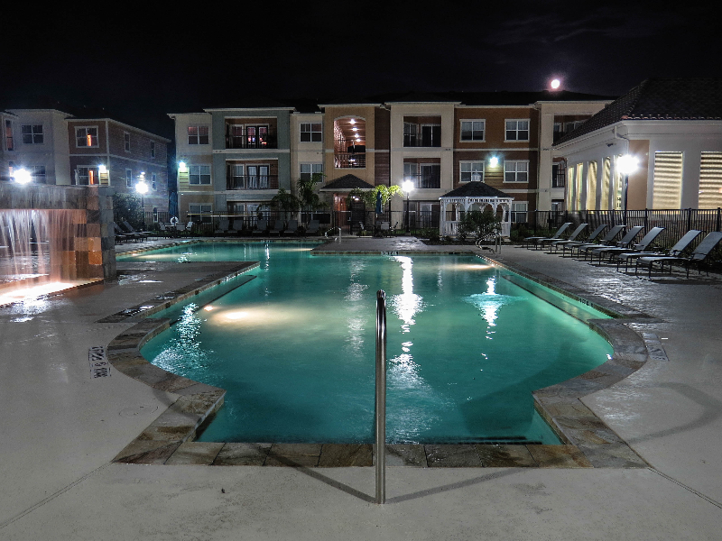 Poolside Seating at the Oxford at Country Club Apartments in Baytown, TX
