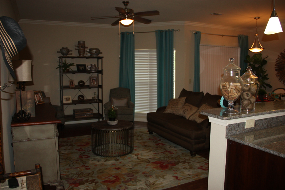 Family-Friendly Apartment Homes at the Oxford at Country Club Apartments in Baytown, TX