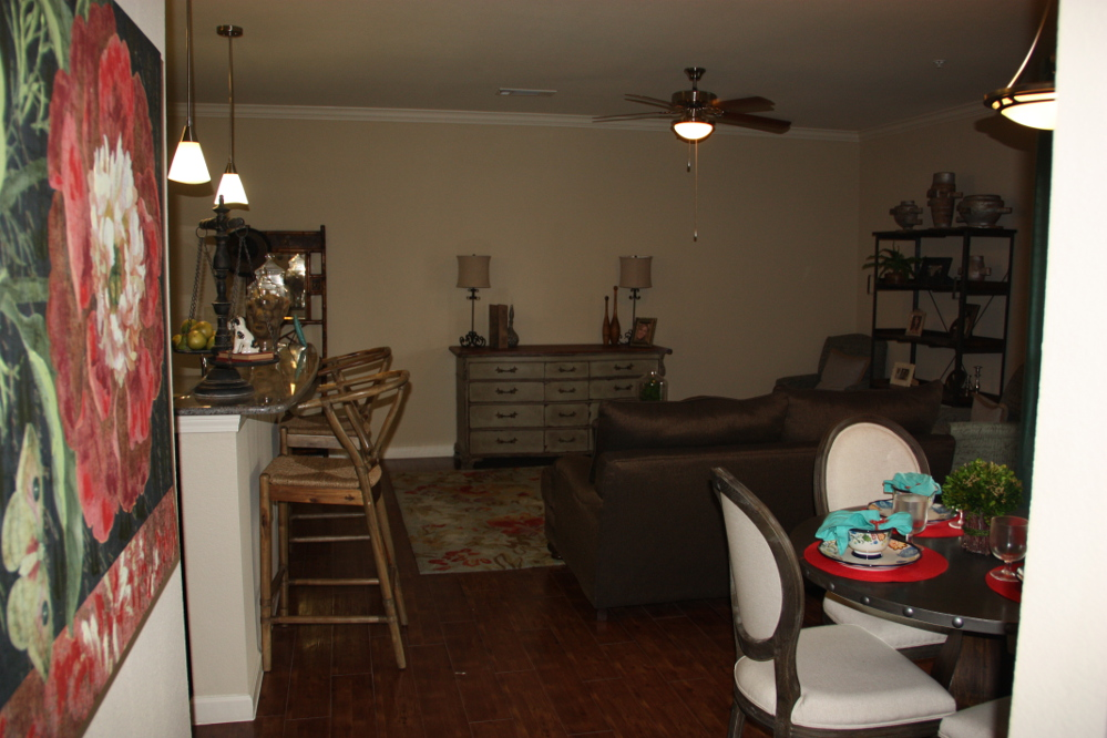 Living Room at the Oxford at Country Club Apartments in Baytown, TX