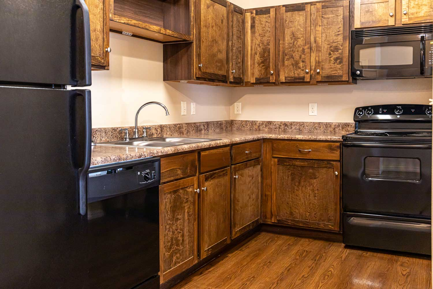 Fully Equipped Kitchen at Oxford at Crossroads Centre Apartments in Waxahachie, TX
