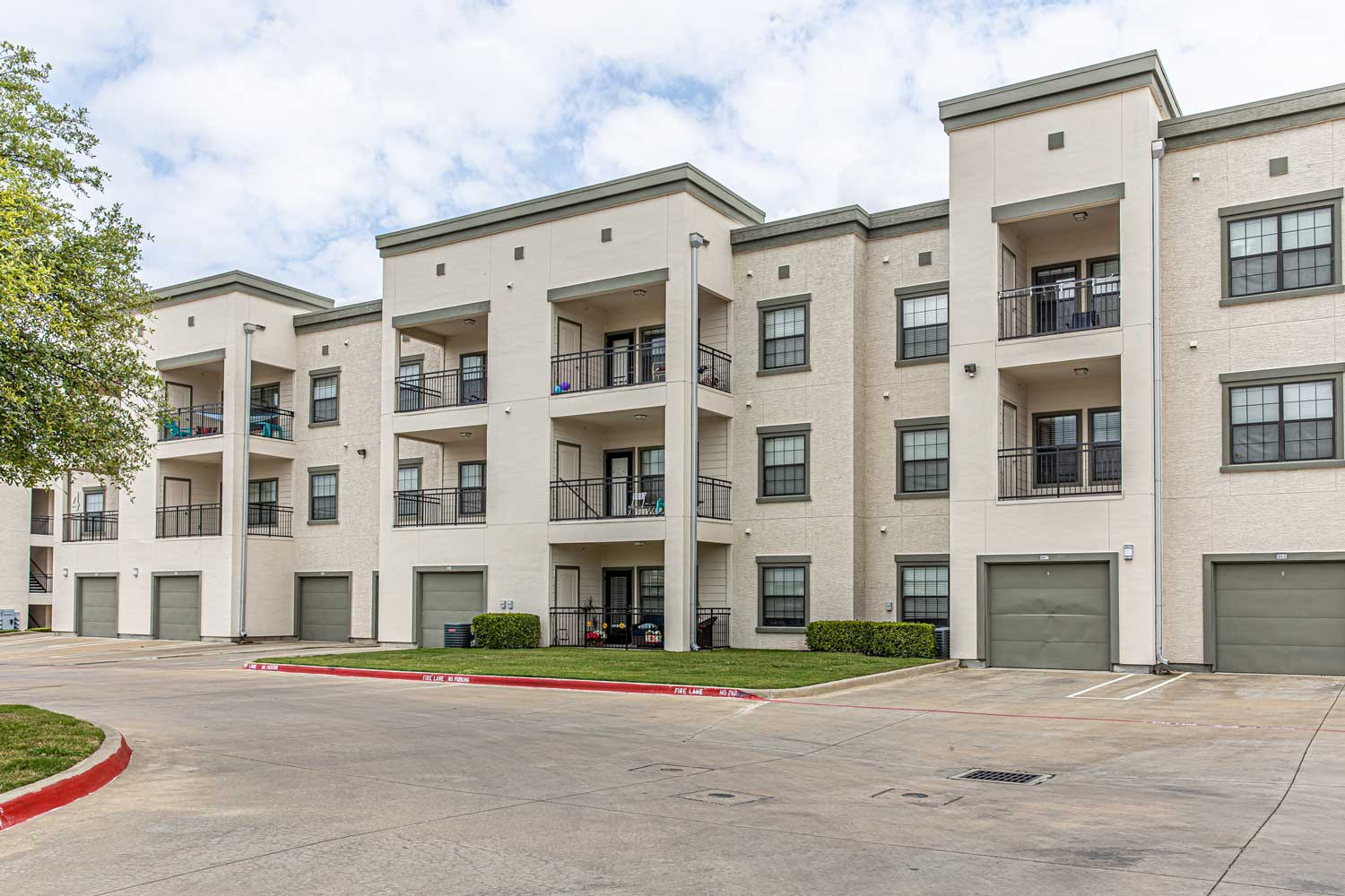 Two Bedroom Apartments at Oxford at Crossroads Centre Apartments in Waxahachie, TX