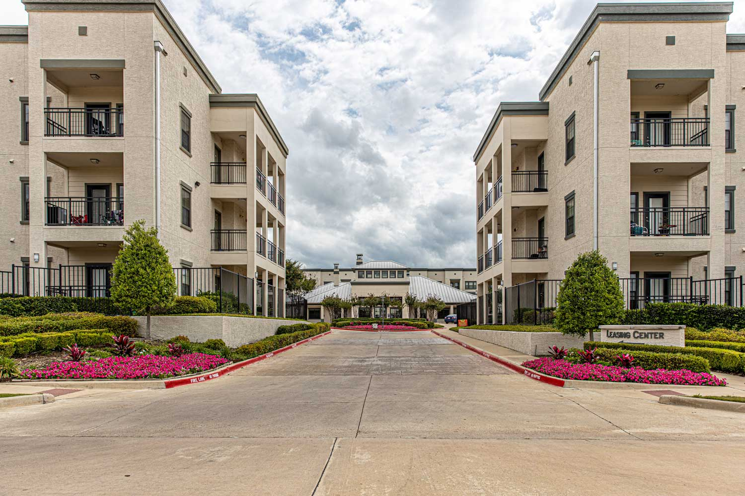 Apartments for Rent at Oxford at Crossroads Centre Apartments in Waxahachie, TX