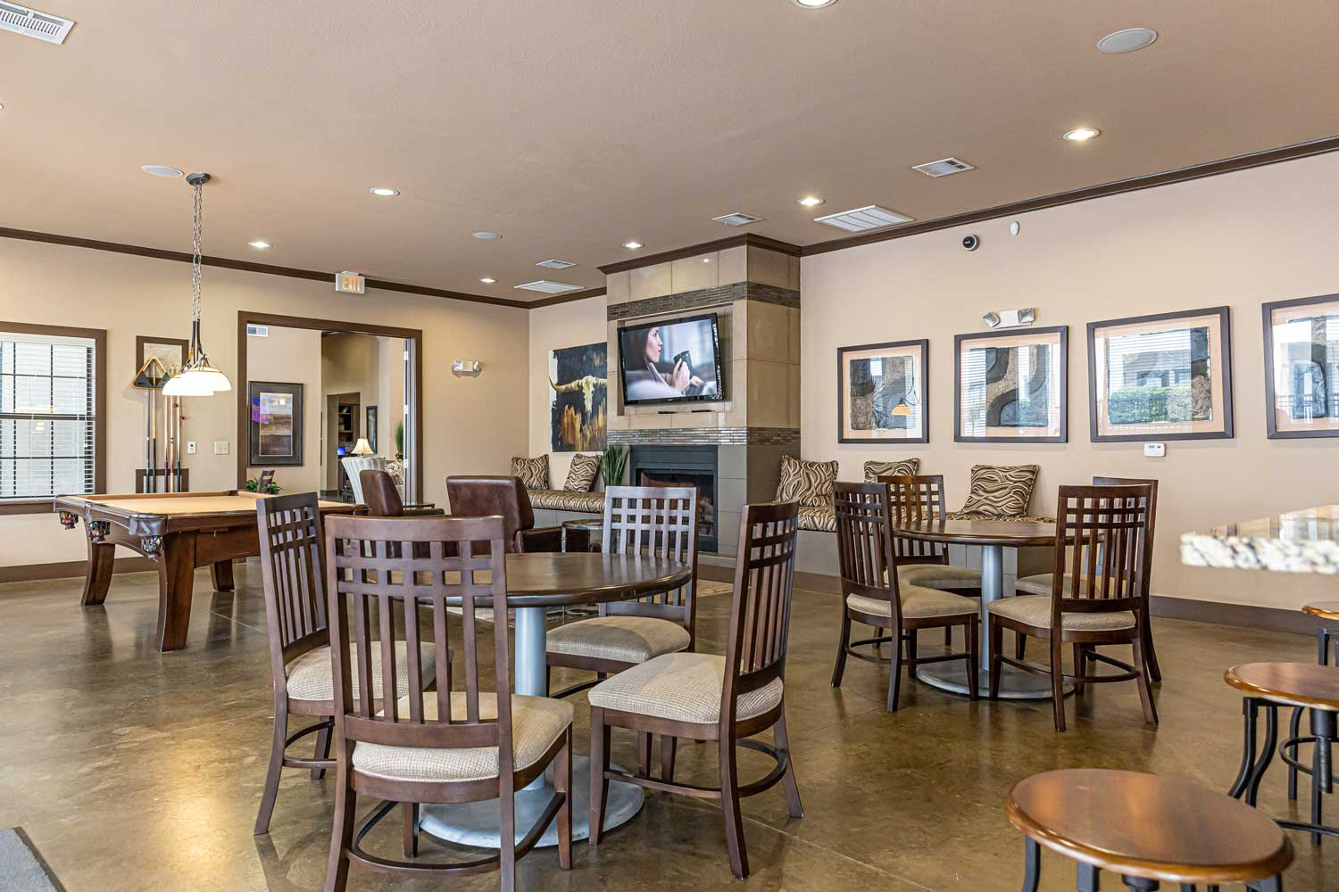 Cafeteria at Oxford at Crossroads Centre Apartments in Waxahachie, TX