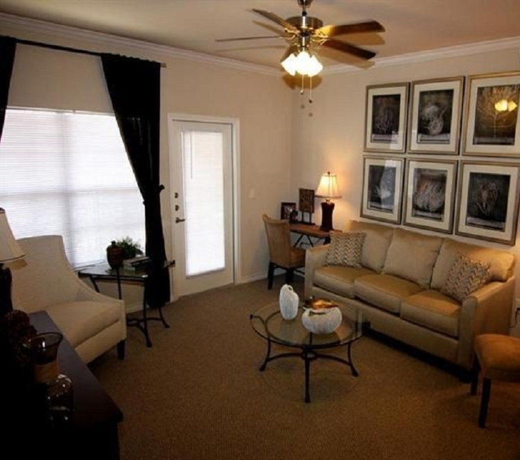 Comfortable Apartment Living at Oxford at Crossroads Centre Apartments in Waxahachie, TX