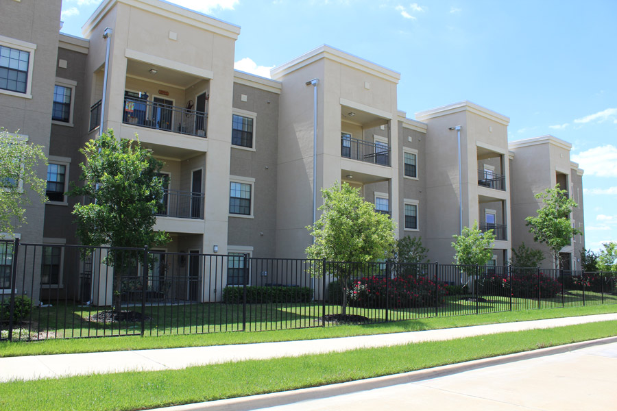 Exterior Apartment Building at Oxford at Crossroads Centre Apartments in Waxahachie, TX