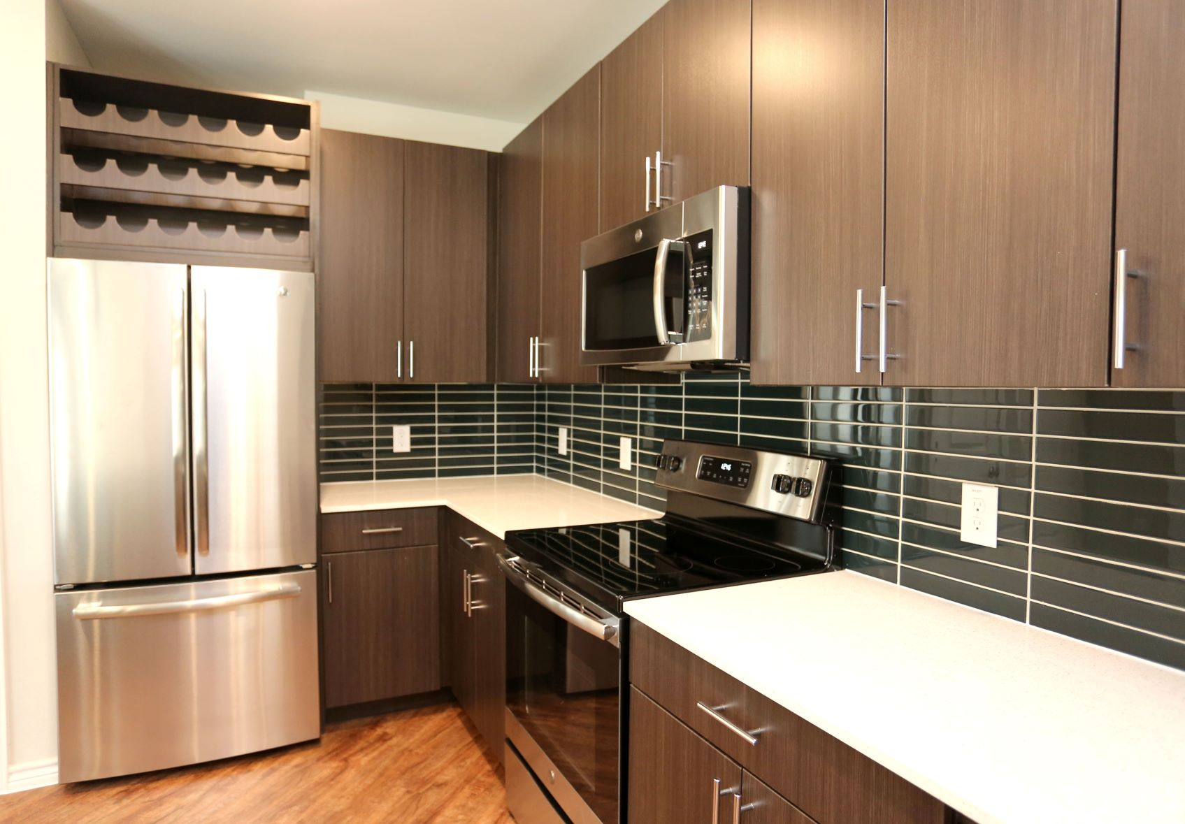 Stainless steel appliances, quartz countertops!