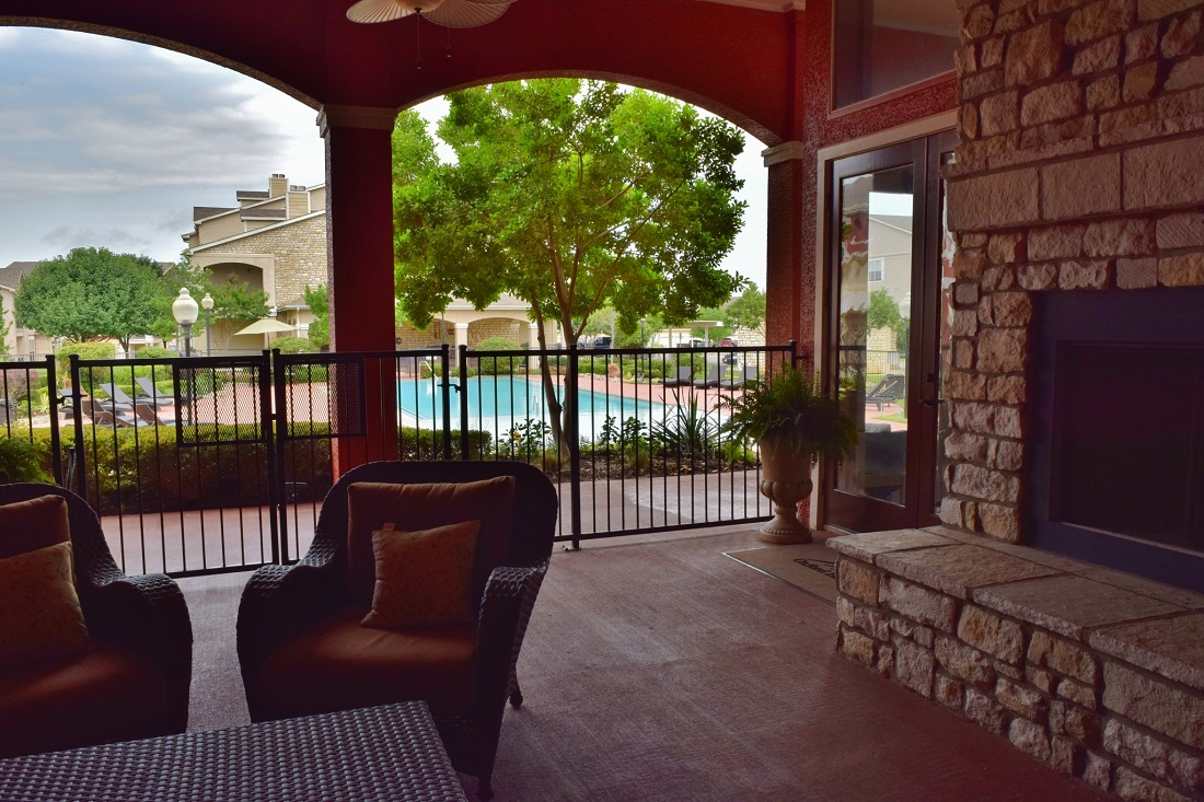 Exterior Lounging Area at Oxford at Lake Worth Apartments in Fort Worth, TX