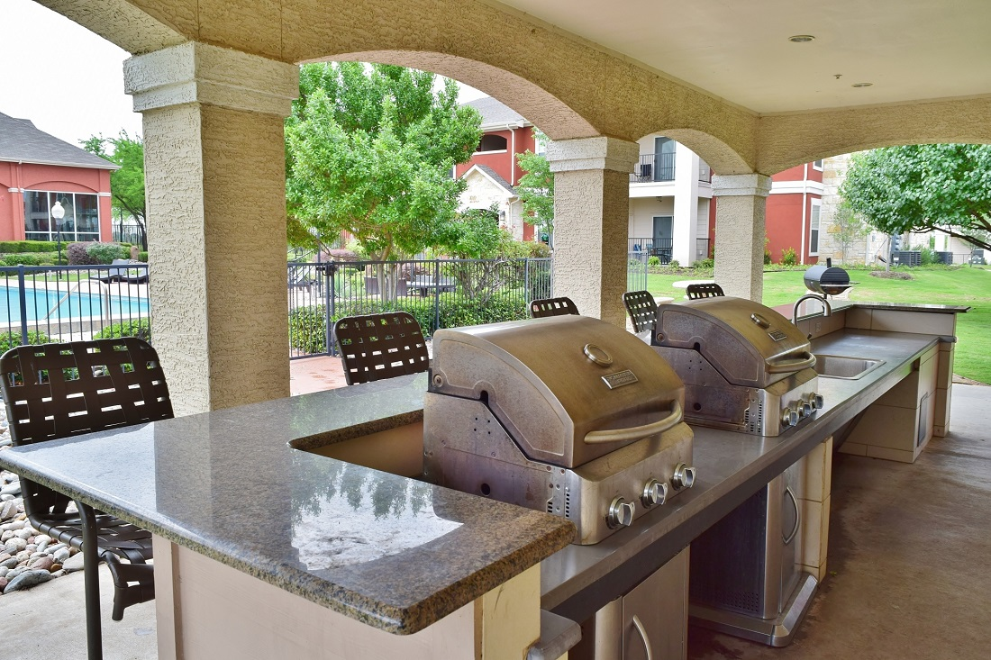 Grilling Station at Oxford at Lake Worth Apartments in Fort Worth, TX