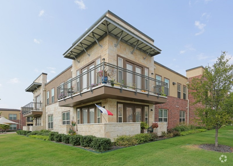 Exterior View at The Oxford at The Boulevard Apartments in Corinth, TX