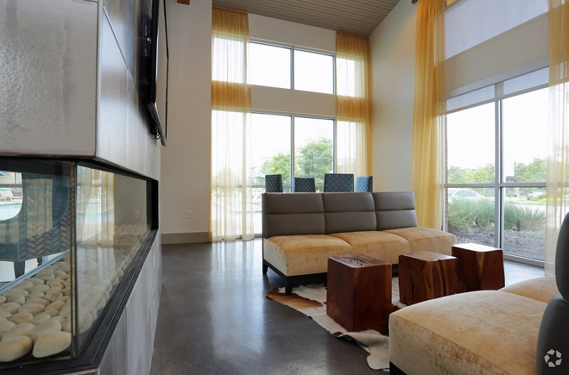 Resident Lounge at The Oxford at The Boulevard Apartments in Corinth, TX