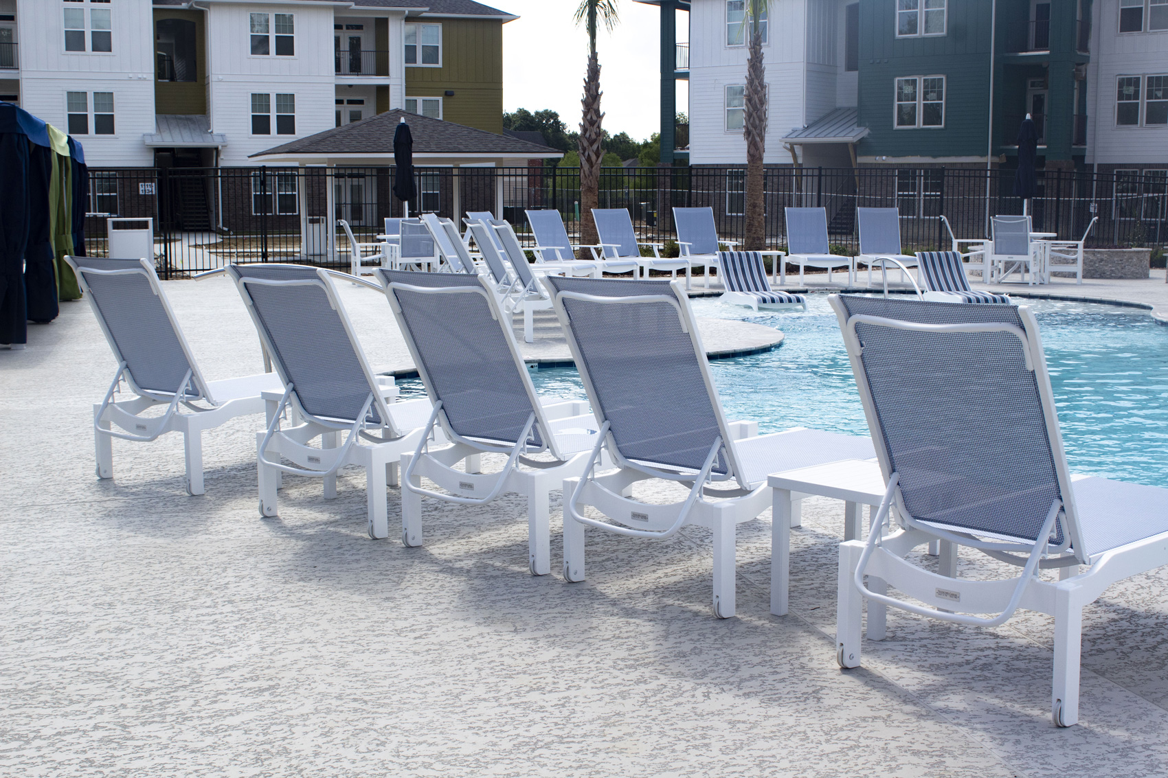 Ample Outdoor Seating at The Palms at Juban Lakes Apartments in Denham Springs, Louisiana