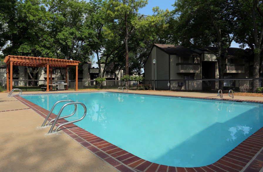 Sparkling Pool at The Park at Forest Oaks Apartments in Tulsa, OK