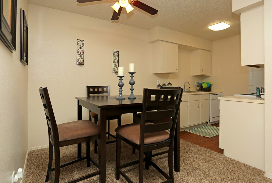 Dining Area at The Park at Forest Oaks Apartments in Tulsa, OK