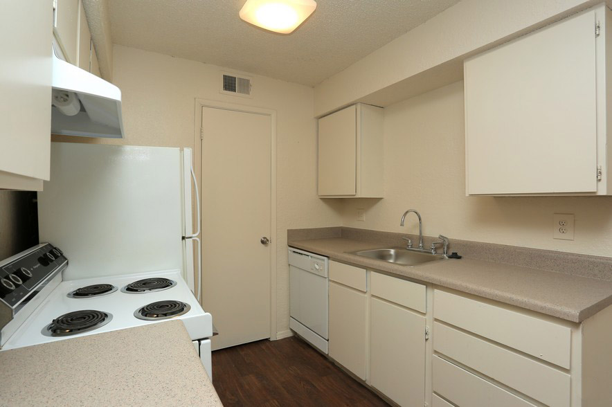 Kitchen Interior at The Park at Forest Oaks Apartments in Tulsa, OK