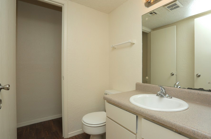 Bathroom Interior at The Park at Forest Oaks Apartments in Tulsa, OK