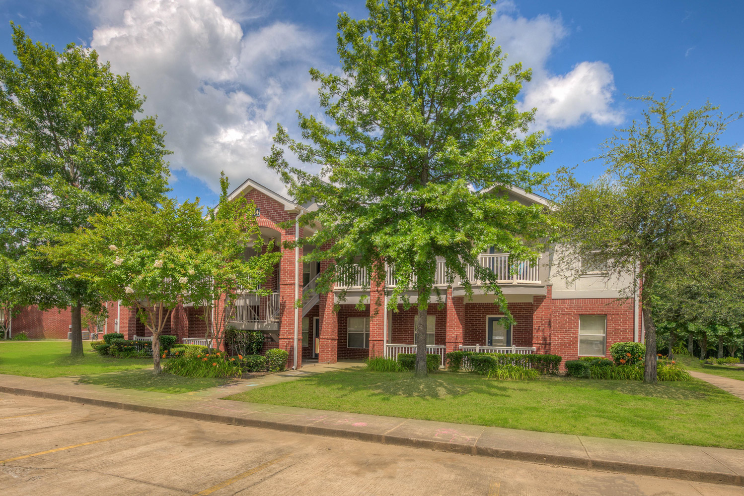 Pet-Friendly Apartments at The Park at Forest Hill Apartments in Memphis, Tennessee