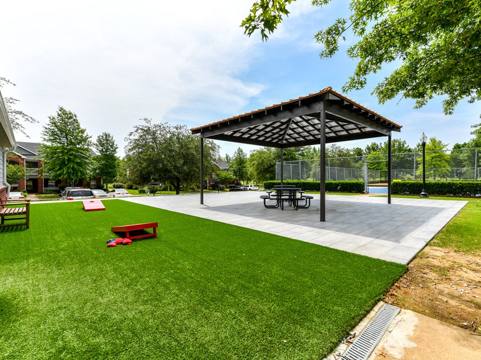 Picnic Area at The Park at Forest Hill Apartments in Memphis, Tennessee