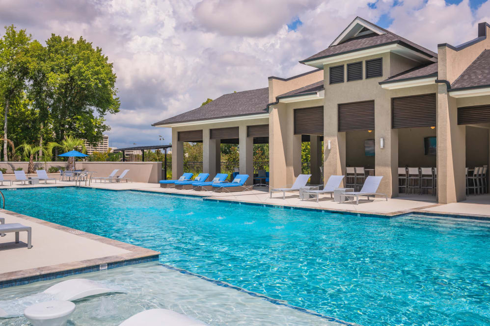 Amazing Resort-Style Pool at Park Rowe Village Apartments in Baton Rouge, Louisiana
