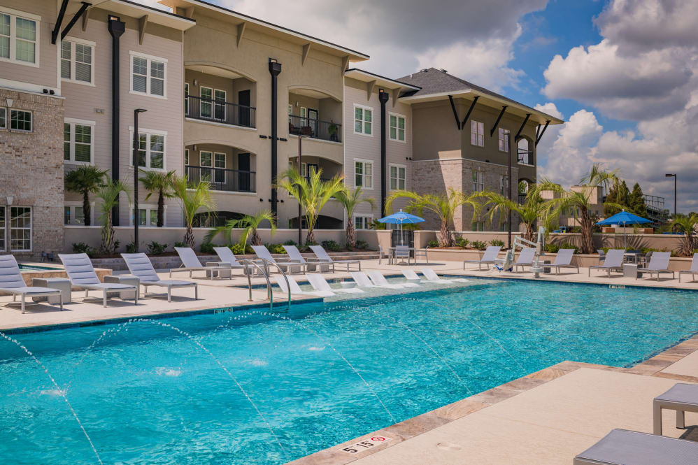 Oversized Swimming Pool at Park Rowe Village Apartments in Baton Rouge, Louisiana