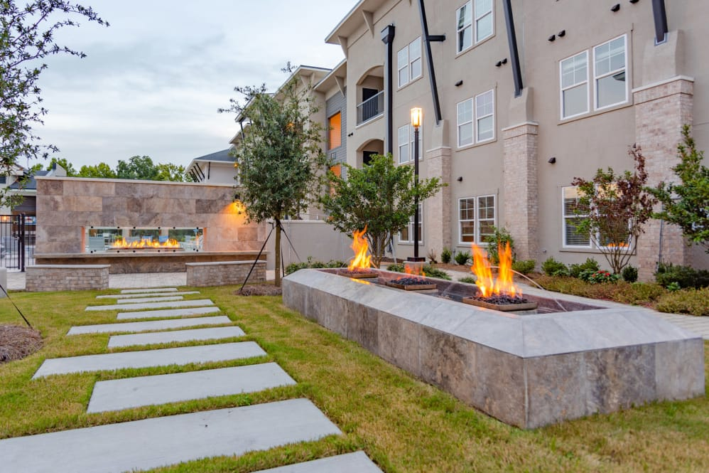 Lush Landscaping at Park Rowe Village Apartments in Baton Rouge, Louisiana