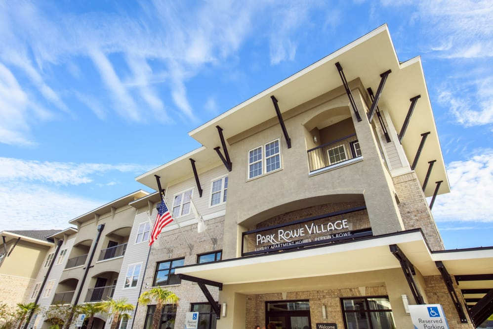 Pet Friendly Apartments at Park Rowe Village Apartments in Baton Rouge, Louisiana