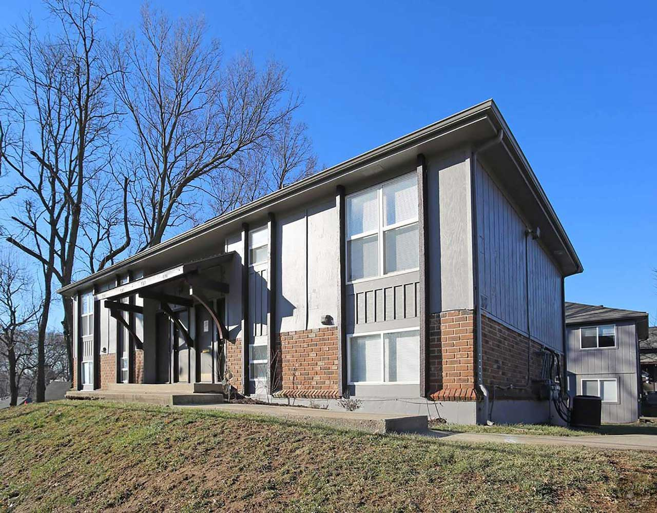 Outstanding Location at Parkville Place Apartments in Parkville, MO