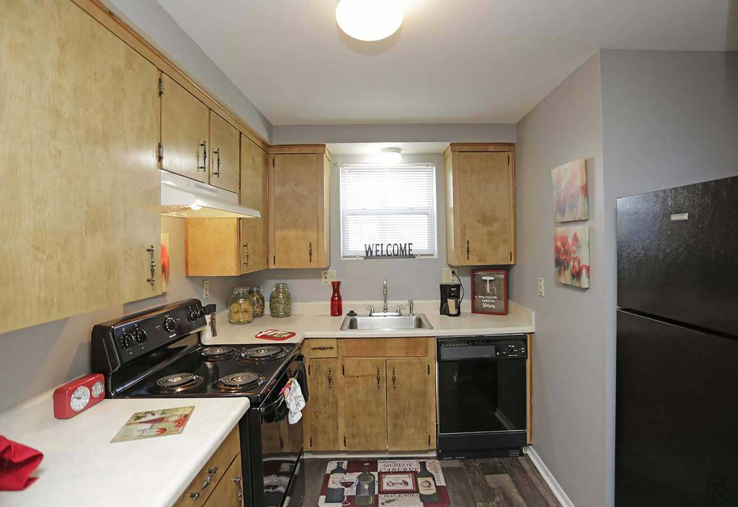 Fully Equipped Kitchen at Parkville Place Apartments in Parkville, MO