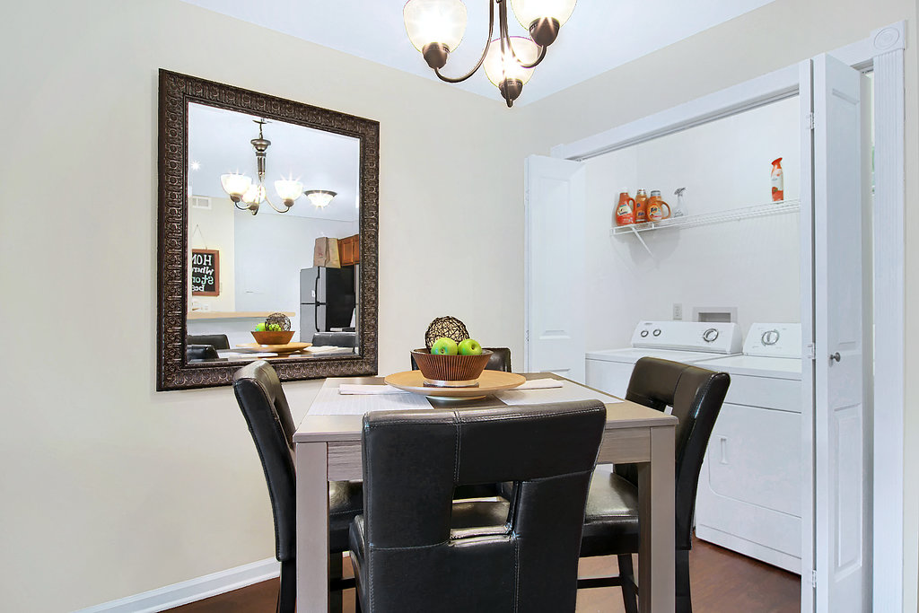 Dining at Patterson Place Apartments in Saint Louis, Missouri
