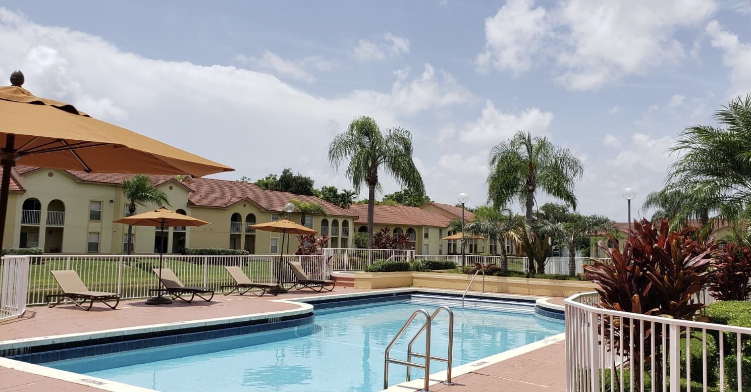 Large Pool at Pepper Cove Apartments in Miami, FL